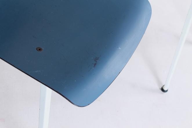 Hollandsk-halvtredserne-stole-industrielt-design-møbler-sedie-disegno-stolar-friso-kramer-femtiotalet-ahrend-utformning-vintage-chairs-retro3