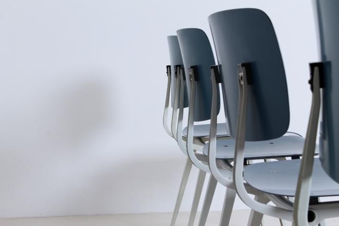 Hollandsk-halvtredserne-stole-industrielt-design-møbler-sedie-disegno-stolar-friso-kramer-femtiotalet-ahrend-utformning-vintage-chairs-retro4