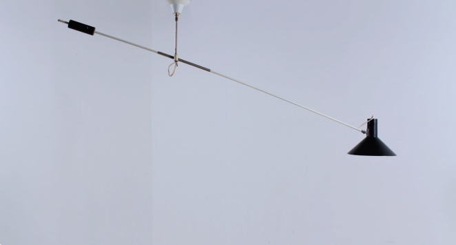 anvia-counter-balance-small-pendant-black-white-ceiling-light-adjustable-hoogervorst-dutch-desing-vintage-industrial-1