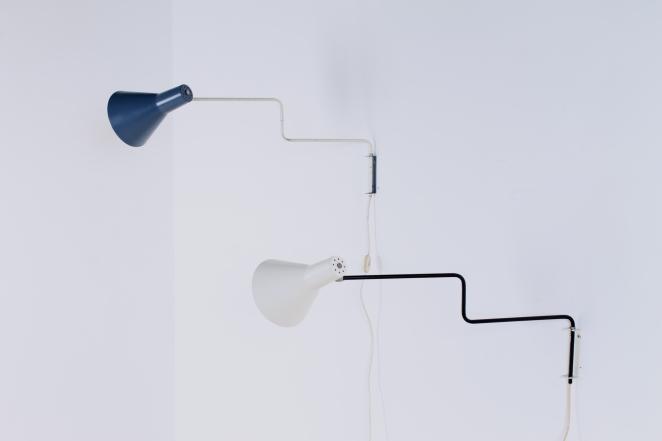 anvia-elbow-cencity-71-01-paperclip-wall-light-blue-white-hoogervorst-midcentury-lighting-vintage-1