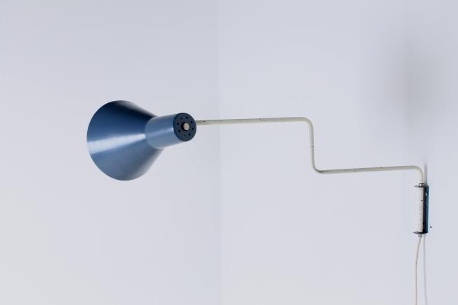 anvia-elbow-cencity-71-01-paperclip-wall-light-blue-white-hoogervorst-midcentury-lighting-vintage-5