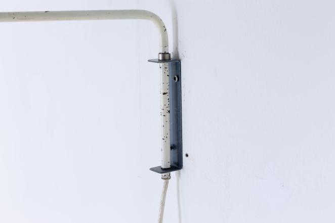 anvia-elbow-cencity-71-01-paperclip-wall-light-blue-white-hoogervorst-midcentury-lighting-vintage-6