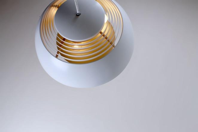 arne-jacobsen-aj-royal-white-sas-hotel-vintage-pendant-light-louis-poulsen-design-denmark-danish-fifties-lighting-2