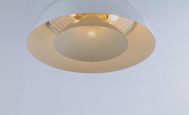 arne-jacobsen-pendant-white-aj-royal-hotel-louis-poulsen-vintage-lighting-cencity-1