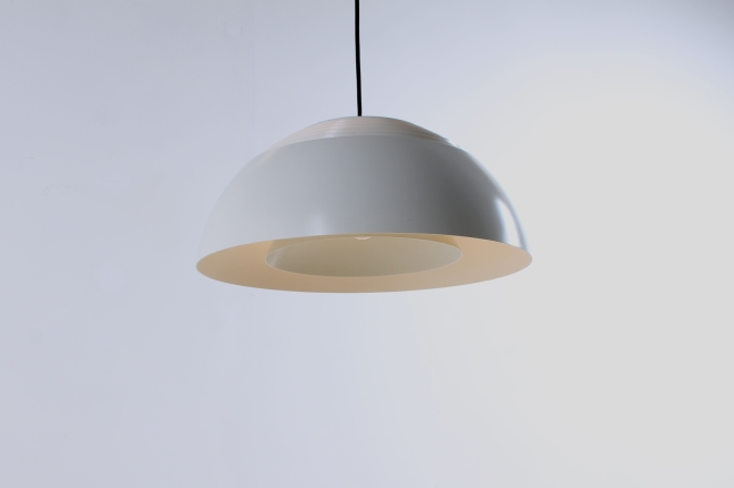 arne-jacobsen-pendant-white-aj-royal-hotel-louis-poulsen-vintage-lighting-cencity-3