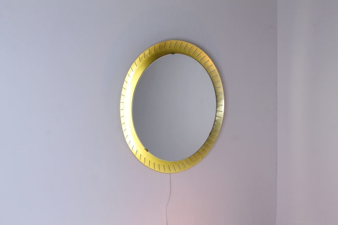 back-lit-mirror-brass-circular-round-perforated-metal-light-source-mategot-artimeta-style-midcentury-vintage-spiegel-verlichting-large-giant-xl-barber-vanity-dressing-clothing-store-object-