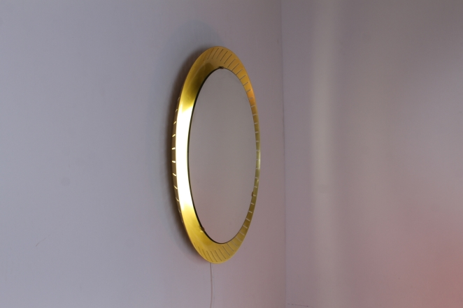 back-lit-mirror-brass-circular-round-perforated-metal-light-source-mategot-artimeta-style-midcentury-vintage-spiegel-verlichting-large-giant-xl-barber-vanity-dressing-clothing-store
