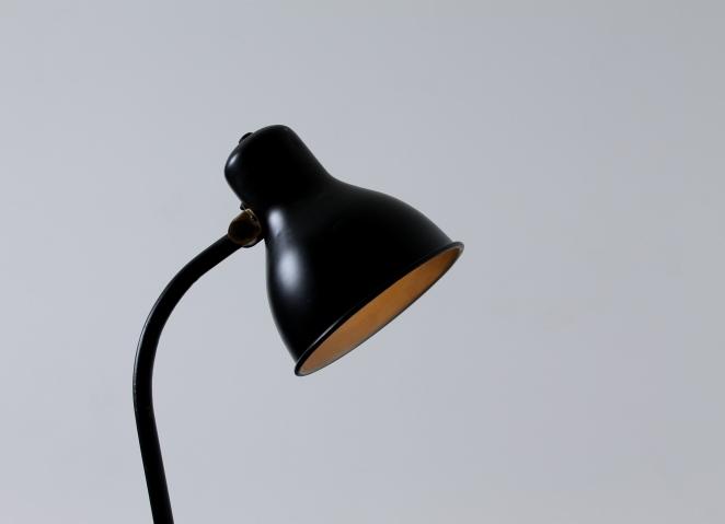 bauhaus-desk-light-hala-kaiser-sis-style-black-pre-war-3