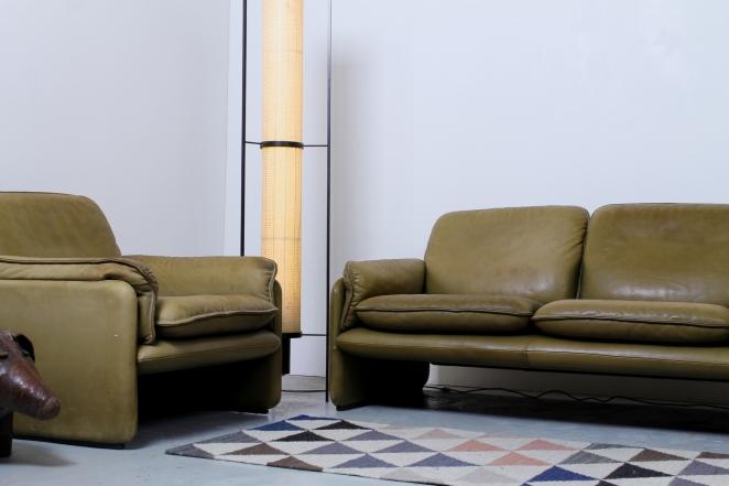 desede-sofa-two-one-seater-seat-pale-olive-green-leather-vintage-design-de-sede-ds-61-cafe-restaurant-lounge-furniture-seventies-leren-bankje-1