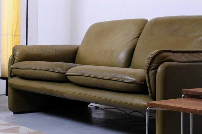desede-sofa-two-one-seater-seat-pale-olive-green-leather-vintage-design-de-sede-ds-61-cafe-restaurant-lounge-furniture-seventies-leren-bankje-3