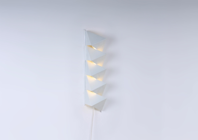 dijkstra-raak-hala-style-graphic-minimalism-nul-kunst-metal-wall-sconce-white-op-art-zero-art-dutch-design-vintage-seventies-tl-light-1