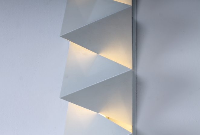 dijkstra-raak-hala-style-graphic-minimalism-nul-kunst-metal-wall-sconce-white-op-art-zero-art-dutch-design-vintage-seventies-tl-light-2