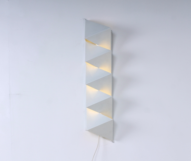 dijkstra-raak-hala-style-graphic-minimalism-nul-kunst-metal-wall-sconce-white-op-art-zero-art-dutch-design-vintage-seventies-tl-light-3