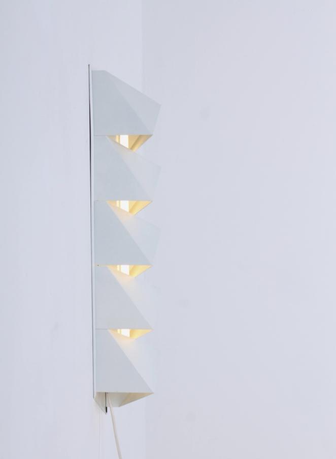 dijkstra-raak-hala-style-graphic-minimalism-nul-kunst-metal-wall-sconce-white-op-art-zero-art-dutch-design-vintage-seventies-tl-light-5