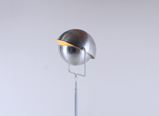 eclisse-jelles-1st-old-edition-retro-sixties-space-design-d-2017-d2017-modernist-architect-futuristic-dutch-vintage-design-floor-light-aluminium-metal-1