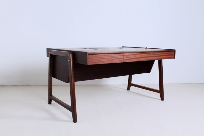 eden-clausen-and-maerus-rotterdam-amsterdam-executive-writing-large-desk-teak-roll-top-cabinet-skandinavian-modern-wood-timber-vintage-design-midcentury­-2