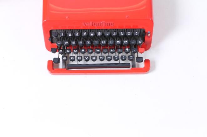 ettore-sottsass-valentine-typewriter-memphis-predict-retro-vintage-writing-machine-olivetti-red-1960ies-2