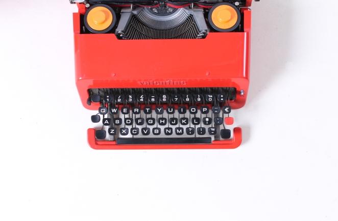 ettore-sottsass-valentine-typewriter-memphis-predict-retro-vintage-writing-machine-olivetti-red-1960ies-6