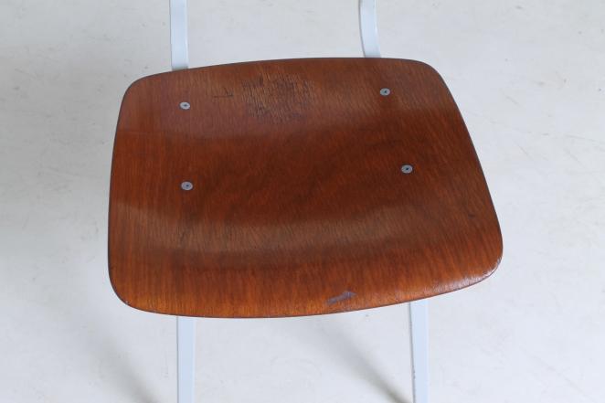 friso-kramer-revolt-timber-teak-wood-light-grey-edition-ahrend-de-cirkel-vintage-cafe-restaurant-furniture-design-schoolchairs-6