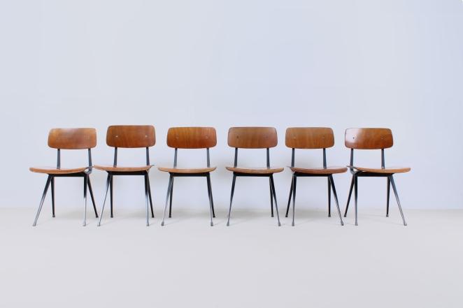 friso-kramer-wim-rietveld-ahrend-de-cirkel-schoolchairs-vintage-industrial-cafe-restaurant-store-display-material-result-first-edition-teak-dark-grey-1