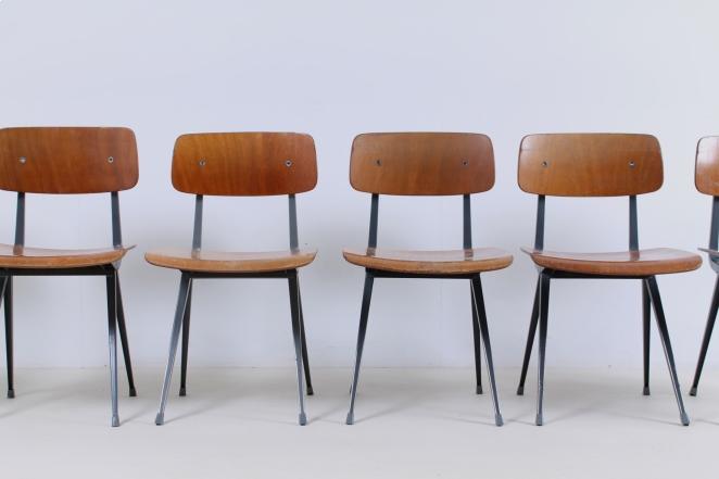 friso-kramer-wim-rietveld-ahrend-de-cirkel-schoolchairs-vintage-industrial-cafe-restaurant-store-display-material-result-first-edition-teak-dark-grey-2