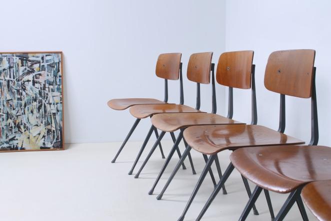 friso-kramer-wim-rietveld-ahrend-de-cirkel-schoolchairs-vintage-industrial-cafe-restaurant-store-display-material-result-first-edition-teak-dark-grey-3