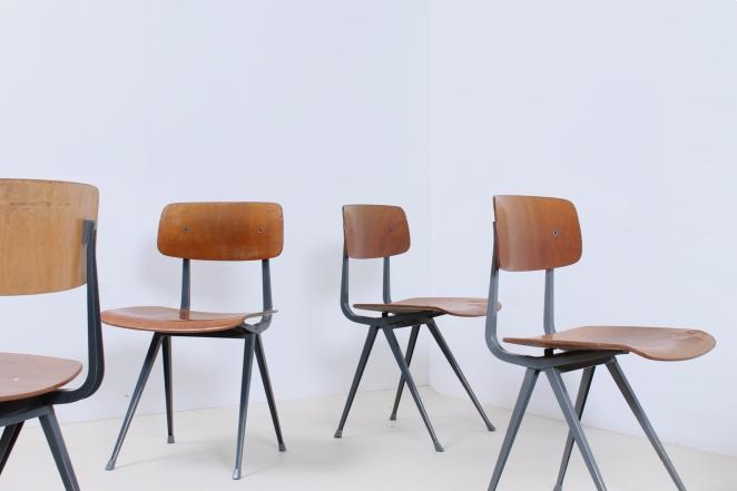friso-kramer-wim-rietveld-ahrend-de-cirkel-schoolchairs-vintage-industrial-cafe-restaurant-store-display-material-result-first-edition-teak-dark-grey-6