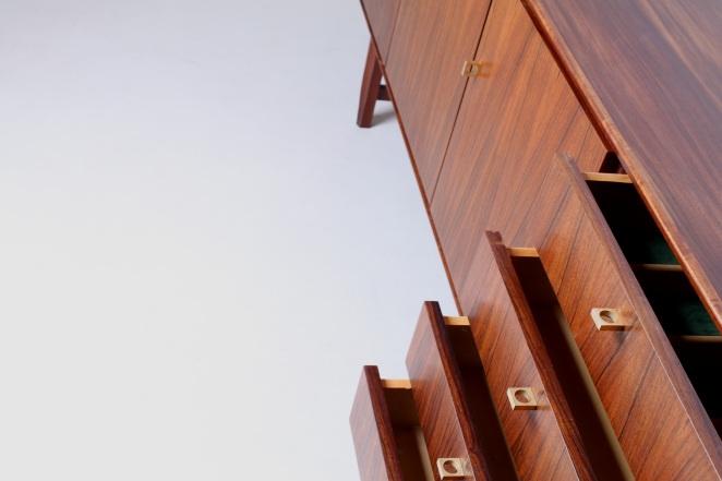 fritsho-sideboard-credenza-lowboard-brass-rosewood-palissander-commode-kast-dressoir-jaren-50-modernist-danish-style-1