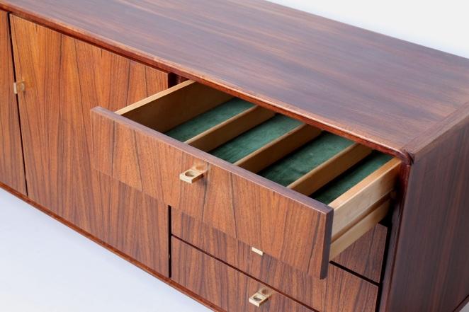 fritsho-sideboard-credenza-lowboard-brass-rosewood-palissander-commode-kast-dressoir-jaren-50-modernist-danish-style-10