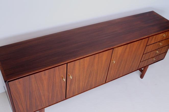fritsho-sideboard-credenza-lowboard-brass-rosewood-palissander-commode-kast-dressoir-jaren-50-modernist-danish-style-7