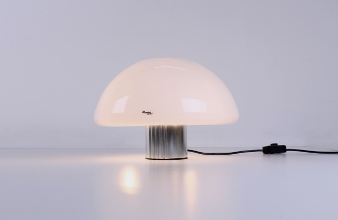 guzzini-table-light-white-shade-italian-plastic-design-iguzzini-harvey-creazioni-mushroom-1