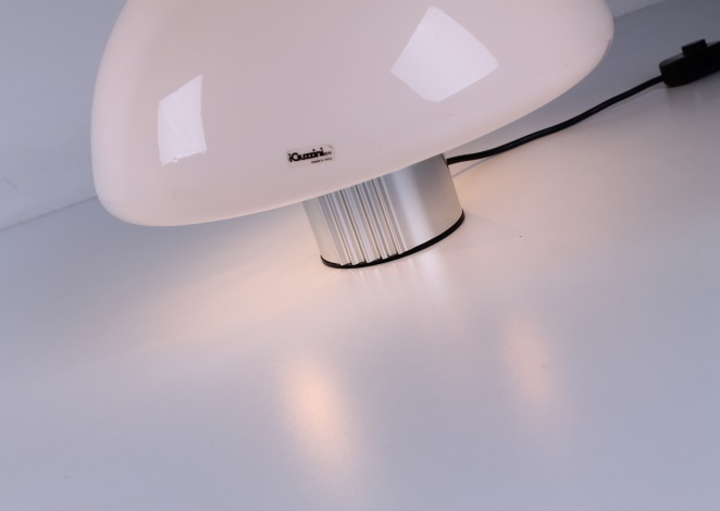 guzzini-table-light-white-shade-italian-plastic-design-iguzzini-harvey-creazioni-mushroom-2