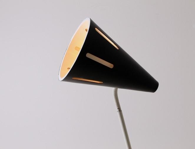 hala-floor-light-sun-series-black-white-fifties-minimal-industrial-busquet-pinocchio-pinokkio-jaren-50-lamp-4