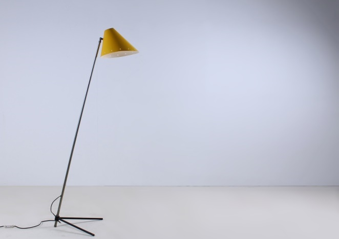 hala-pinocchio-large-floor-light-fifties-mid-century-modern-city-design-modernist-minimal-rare-vintage-items-6