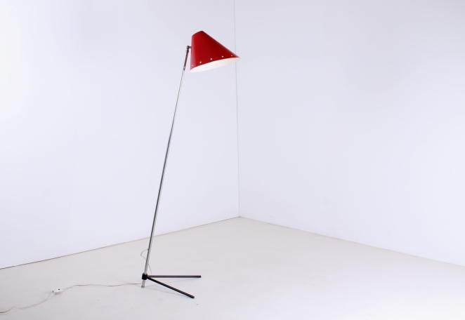 hala-zeist-pinocchio-floor-light-midcentury-fifties-midcentury-lampada-retro-vintage-metal-tripod-base-pinokkio-lampen-verlichting-nederlands-design-jaren-50-busquet-5