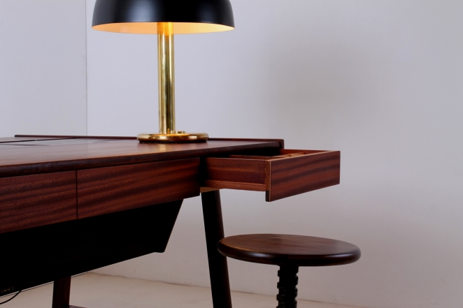 hillebrand-egon-large-brass-black-mushroom-desk-table-light-copper-modernist-german-design-vintage-lighting-classic-luxury-glamorous-1