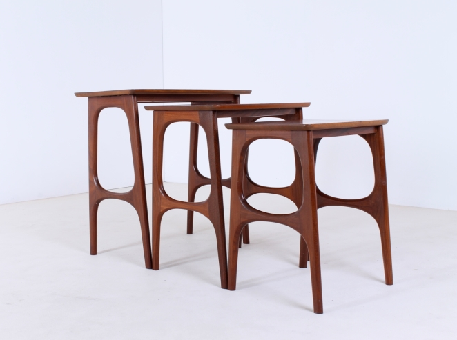hogenelst-waddinxveen-nesting-stacking-table-small-tables-furniture-timber-set-teak-organic-danish-design-inspired-dutch-4