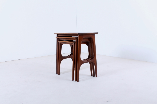 hogenelst-waddinxveen-nesting-stacking-table-small-tables-furniture-timber-set-teak-organic-danish-design-inspired-dutch-5