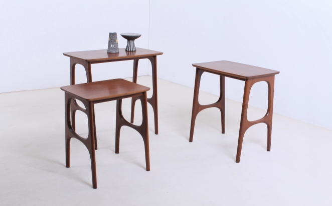 hogenelst-waddinxveen-nesting-stacking-table-small-tables-furniture-timber-set-teak-organic-danish-design-inspired-dutch-8