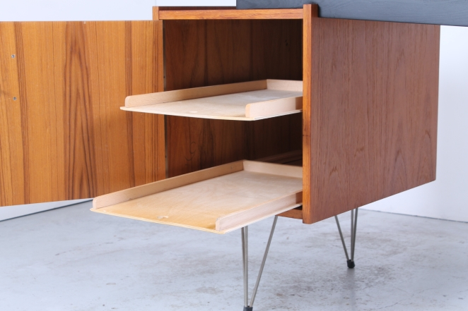 inside-drawer-box-wire-legs-hairpin-desk