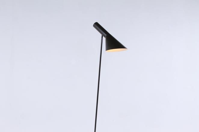 louis-poulsen-arne-jacobsen-visor-brown-havana-bistre-floor-light-vintage-1st-edition-first-sas-hotel-danish-design-lighting-original-fifties-3