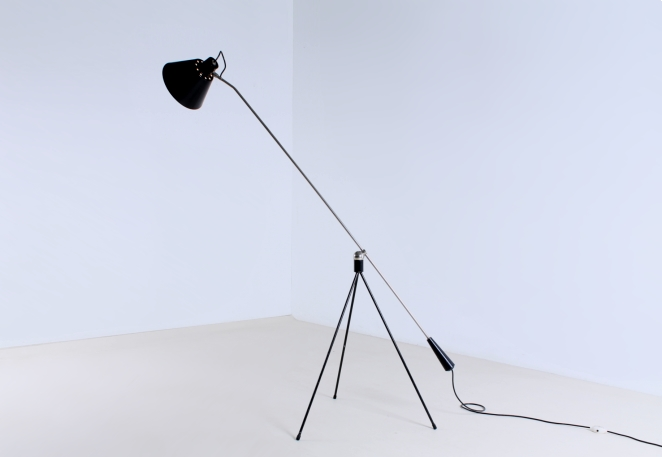 magneto-tripod-floor-light-pinocchio-base-insect-base-light-design-artiforte-fillekes-midcentury-12