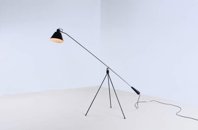 magneto-tripod-floor-light-pinocchio-base-insect-base-light-design-artiforte-fillekes-midcentury-2