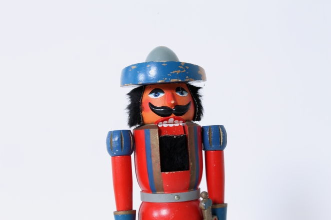 nutcracker-soldier-toy-vintage-kids-furniture-doll-gift-design-volkskunst-folk-art-collectable-decoration-display-props-material-2