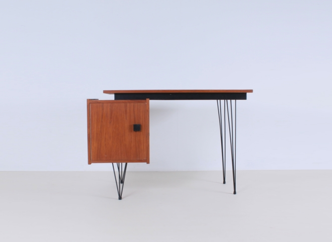 pastoe-box-door-desk-teak-hairpin-wire-legs-braakman-fifties-design-dutch-1