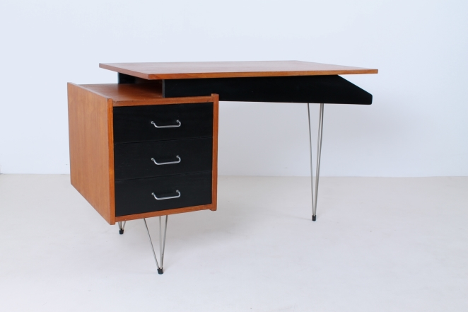 pastoe-desk-UMS-black-drawers-hairpin-wire-legs-chrome-minimalism-cees-braakman-midcentury-fifties-design-timber-1