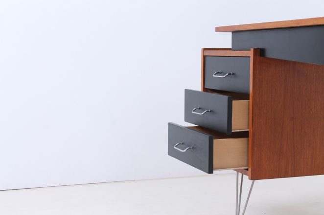pastoe-desk-UMS-black-drawers-hairpin-wire-legs-chrome-minimalism-cees-braakman-midcentury-fifties-design-timber-10