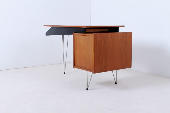 pastoe-desk-UMS-black-drawers-hairpin-wire-legs-chrome-minimalism-cees-braakman-midcentury-fifties-design-timber-7