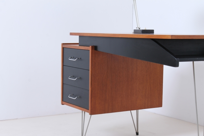 pastoe-desk-UMS-black-drawers-hairpin-wire-legs-chrome-minimalism-cees-braakman-midcentury-fifties-design-timber-8