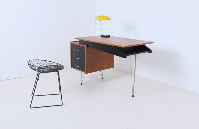 pastoe-desk-UMS-black-drawers-hairpin-wire-legs-chrome-minimalism-cees-braakman-midcentury-fifties-design-timber-9